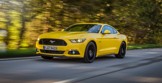 Avis Select Series: VW Golf R und Ford Mustang GT Fastback